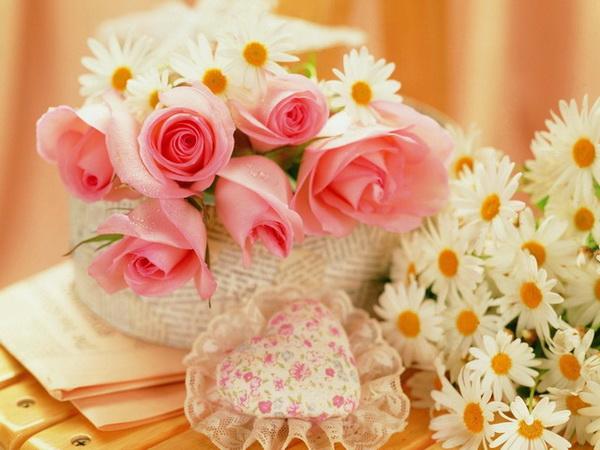 Ромашки с розами